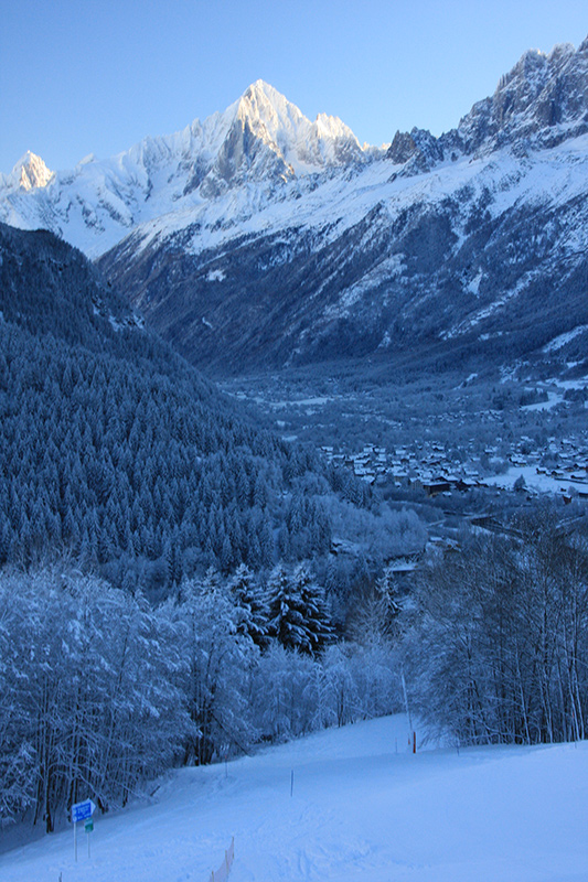 View showing the blue piste and Chamonix valley