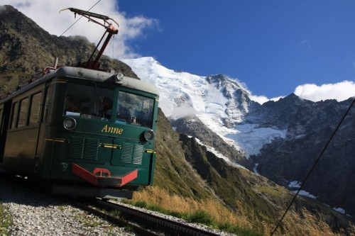 Tramway du Mont Blanc in front of the glacier du Bionnassay