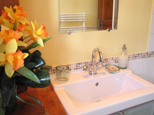 Ensuite for the Yellow bedroom