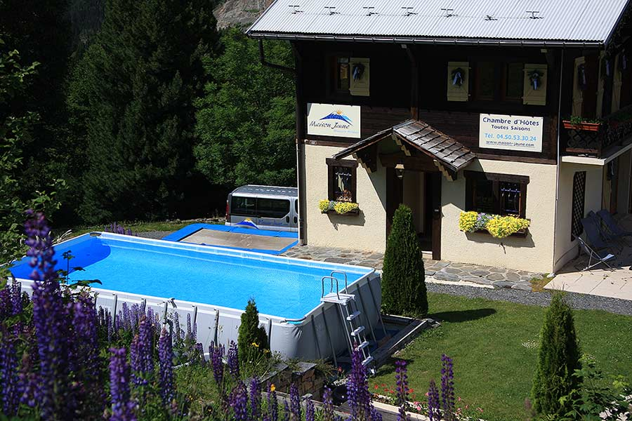 The pool and trampoline for your Summer fun and entertainment.