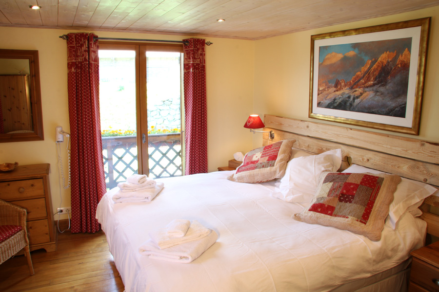 Yellow bedroom - double with ensuite facilities