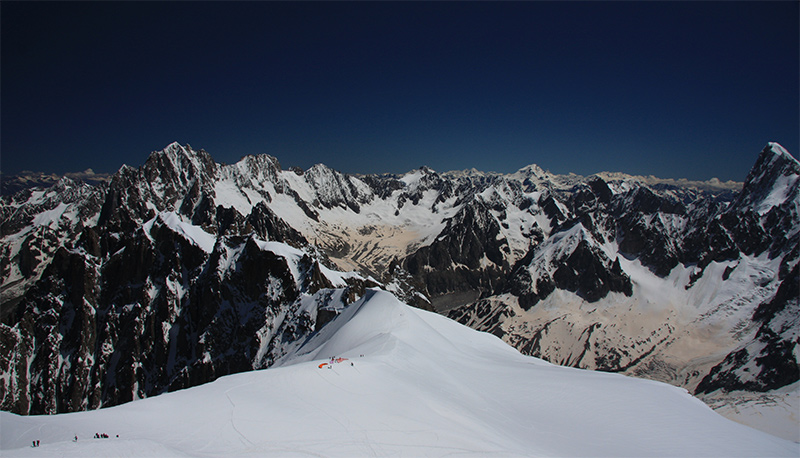 Paragliders launching down the Vallée Blanche