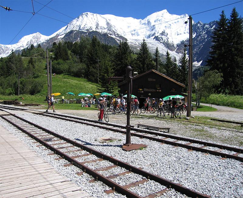 Station at the Col du Voza