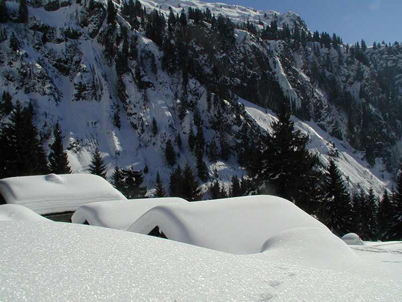 Discover snow-covered hamlets...